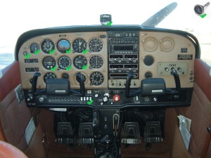 Cessna 172 panel with EU EASA basic IFR instrumentation