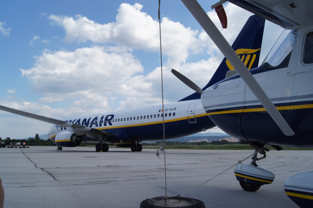 Rhynair and Ryanair in Serbia